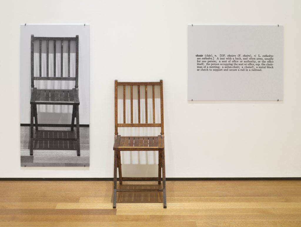 Joseph Kosuth: Egy és három szék 1965 (The Museum of Modern Art, New York)