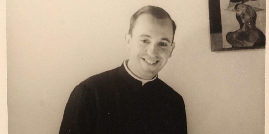 Jorge Mario Bergoglio 1936. december 17-én született Buenos Airesben, Argentínában. 1969-ben szentelték pappá, 2001-től karinális, a konklávé 2013. március 13-án választotta meg a 226. pápának