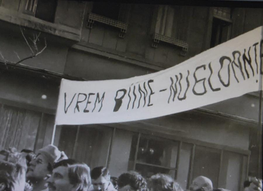 Az ELBA gyár tüntető munkásai Temesváron 1989. december 19-én (forrás: magyarhang.org)