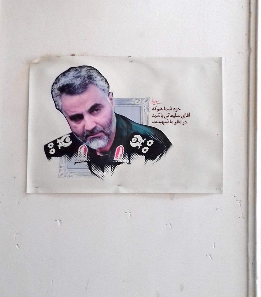 Szolejmání fotója egy mecset falán Iránban
