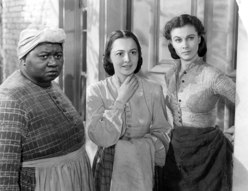 Promóciós fotó az Elfújta a szél sztárjairól: Hattie McDaniel, Olivia de Havilland és Vivien Leigh (MGM/Wikimedia Commons)